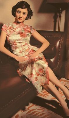 Chinese silk dresses look elegant and classic. Do a throwback wedding shoot too???