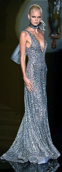 Elie Saab: silver sparkling sequin, beaded and crystal jewel encrusted dress (runway couture gown) Beautiful Gowns, Beautiful Outfits, Elegant Dresses, Pretty Dresses, Couture Fashion, Runway Fashion, Women's Fashion, Elie Saab Gowns, Mode Glamour