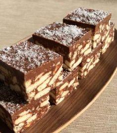 A kókuszos krém nagyon csábító, ellenállhatatlanná teszi ezt a sütit! A vanília és a vékony tészta pedig megkoronázza ezt a csodás ízt!