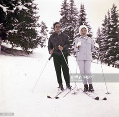 Queen Sirikit And King Bhumibol On Winter Sports In Gstaad Gstaad hiver 1961 Lors de leur séjour portrait de la reine SIRIKITet du roi de Thaïlande...