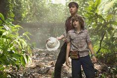 Nick Robinson Ty Simpkins dans Jurassic World