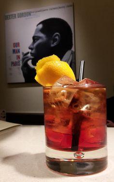 Bar de #Jazz 'The Duke' (à l' #Hotel_Navarra_Bruges ) Notre cocktail pour le mois de septembre .... Le Negroni  C'est un #cocktail à base de gin Gordon's, de Vermouth rouge et de Campari. Il a été inventé à Florence (Italie) à la 'Belle Époque' en 1919. Soyez la bienvenue!  https://www.hotelnavarra.com/baretterrasse.html