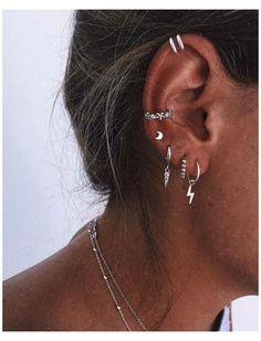 Ohrknorpel Piercing, Bijoux Piercing Septum, Spiderbite Piercings, Pretty Ear Piercings, Ear Peircings, Piercing Chart, Helix Piercing Jewelry, Unique Ear Piercings, Different Ear Piercings