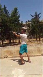شبيح للأسد يستهدف بالرصاص منازل المدنيين في حي حلب الجديدة إحتفالا بنجاح أحد رفاقه