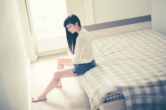 #photography #girl indoor, bed, beauty // photographie, fille, intérieur, lit // Séance de portrait en intérieur avec Sarah. copyright : Olivier Ramonteu.