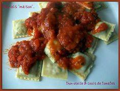 """La meilleure recette de Raviolis """"maison"""" thon-oseille & coulis de tomates! L'essayer, c'est l'adopter! 5.0/5 (9 votes), 8 Commentaires. Ingrédients: - 1 pâte à  pâtes fraîches   - 1 boîte de thon au naturel 140 g poids net égoutté  - 1 jaune d'œuf  - 2 cuillères à soupe de parmesan râpé  - 30 g d'oseille surgelée  - 10 tomates bien mûres  - 2 cuillères à café de fumet de poisson dilué dans 5 cl d'eau chaude  - basilic séché  - 1 oignon  - 1 cuillère..."""