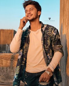 Be like the sun☀ Keep on shining and let the world burn. Cute Boy Pic, Cute Boys, You Are My Crush, Dj Movie, Brother Birthday Quotes, Musically Star, Chocolate Boys, Dear Crush, Positive Images