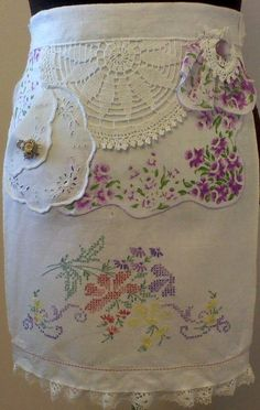 Handmade Aprons from Antique Linens Vintage Handkerchiefs, Aprons Vintage, Vintage Fabrics, Vintage Linen, Childrens Aprons, Cute Aprons, Retro Apron, Linen Apron, Sewing Aprons