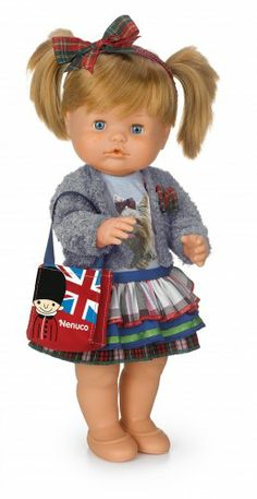Nenuco. Ropita Deluxe: Inglaterra. #ToyStore #babydolls #dolls #clothes #juguetes #toys Your Favorite, Baby Dolls, Christmas Ornaments, Toys, Holiday Decor, Cute, Cute Dolls, Celebs, Dolls