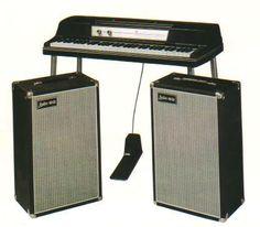 old school keyboard, nice form! Rocknroll, Electric Piano, Digital Piano, Vintage Keys, Drafting Desk, Musical Instruments, Musicals, Keyboard, Chicago