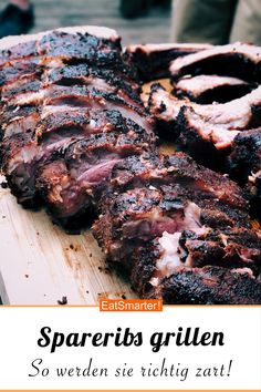 Spareribs grillen: So werden sie richtig zart! Barbecue spare ribs: this is how they get really tend Barbecue Recipes, Grilling Recipes, Pork Recipes, Gourmet Recipes, Barbecue Ribs, Bbq Grill, Barbacoa, Snacks Sains, Smoker Cooking