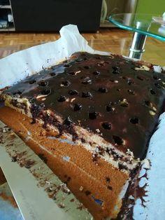 Fakanalas süti! A lyukacskákba befolyik az édes csokoládémáz, amitől olyan csábító lesz