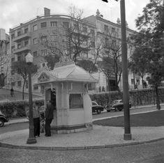 Lisboetas - Ontem e hoje Muitos não saberão que este pequeno... Lisbon Portugal, Kiosk, Pavilion, The Past, Street View, The Incredibles, History, City Museum, Gazebo
