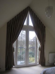 curtains or blinds on triangle windows Curtains For Arched Windows, Cool Curtains, Bedroom Windows, Curtains With Blinds, Window Curtains, Arched Window Treatments, Window Coverings, Curtain Styles, Curtain Designs