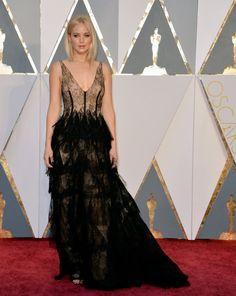 Jennifer Lawrence a mis la barre très haute aux Oscars 2016. En effet, c'est plus belle que jamais que nous avons retrouvé l'actrice sur le tapis rouge de la cérémonie en robe Dior