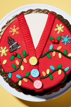 Turning Your Ice Cream Cake into This Ugly Sweater Cake Is the Best Thing You Can Do This Holiday Season - Yummy Looking Food - Mini Christmas Cakes, Christmas Cake Designs, Christmas Cake Decorations, Christmas Sweets, Holiday Cakes, Christmas Parties, Christmas Wedding, Xmas Cakes, Holiday Baking