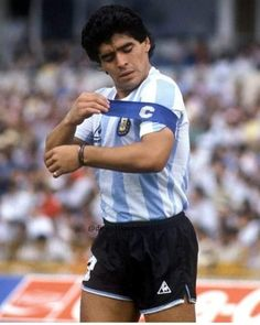 Diego el capitán Sport Football, Football Boots, Argentina Football, Diego Armando, Football Images, Classic Image, Avatar Aang, Football Players, Fifa