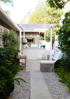 Love the bright white trellis and the marine coloured cushions. Very welcoming patio. Traditional patio by Molly Wood Garden Design. Large Backyard Landscaping, Small Backyard Design, Patio Design, Backyard Patio, Landscaping Tips, Small Patio, Narrow Backyard Ideas, Small Pergola, Backyard Designs