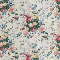 Floral Bouquet Chintz with blue leaves from Lee Jofa was a Sister Parish favorite. Fabric Decor, Fabric Design, Interior Window Trim, Mulberry Home, Chintz Fabric, Lee Jofa, Fabric Houses, Rose Cottage, Patio