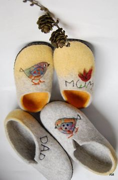 Couples set felted slippers - wool house shoes - gift for parents - mom and dad gift. Handmade felted slippers are made using all natural products-100% wool ,water and olive oil soap.Soles are covered with natural leather.These slippers are for woman and man. Sizes ready to ship : woman 38 EU(24,5 cm foot length) 7,5 US , man 43 EU(26,7 cm) 9 US. It is unique wedding gift .The wool slippers massage your feet and give pleasure. TO ORDER : similar slippers may be handmade to order in the size…