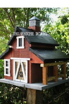 Birdhouse- Barn Birdhouses- Rustic Birdhouses- Red Barn Birdhouse-Primitive Birdhouse -Farmhouse Decor- Unique Christmas Gift by TallahatchieDesigns Decorative Bird Houses, Bird Houses Diy, Rustic Barn, Barn Wood, Bird House Feeder, Bird Feeders, Bird House Plans, Birdhouse Designs, Birdhouse Ideas
