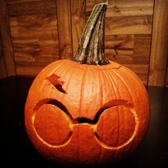 Harry Potter glasses and lightning bolt carved pumpkin, great idea for some fall carving!