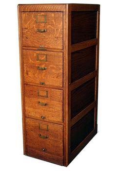 Beautiful oak cabinet...