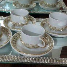 40 ideas for party decorations tea trees Kitchen Items, Kitchen Decor, Diy Tableware, Dollar Tree Decor, Tea Service, Bottle Crafts, Tea Set, Tea Party, Dinnerware