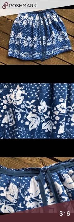 "GAP batik linen skirt So cute!! This 100% linen skirt from the Gap has a batik floral pattern, a grosgrain ribbon tie at the waist and pockets!  Size 6, but please read the following approximate measurements: Waistband laying flat is 16"" Length is 21""  This skirt has been in my closet for a long time, but there are no flaws or signs of wear. GAP Skirts A-Line or Full"