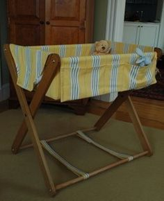 Look! Burton's Homemade Bassinet Want to make this for baby. Baby Furniture Sets, Diy Kids Furniture, How To Clean Furniture, Rustic Furniture, Furniture Cleaning, Wood Bassinet, Baby Bassinet, Baby Crib Diy, Baby Cribs