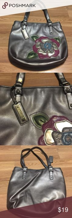 Relic purse ( by fossil) This is a gorgeous purse! This is a brand made by fossil! Metallic taupe color and inside too! No stains or rips inside, very minor wear! This purse is in excellent used condition! Silver hardware! Straps and zippers great! 12x13x4 Relic Bags Shoulder Bags