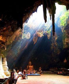 Petchaburi Palace and Merit Making, Hua Hin   http://EZY-Go.com