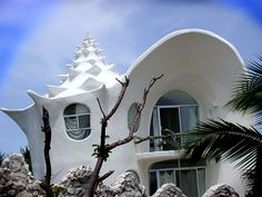 Top 10 Unusual Homes Around The World - conch shell design