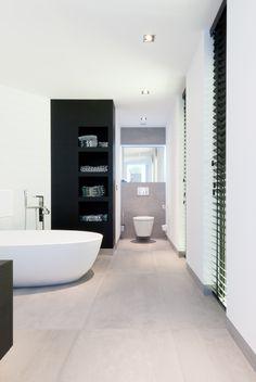 Bathroom Modern Black White Interior Design New Ideas Bathroom Goals, Bathroom Wall Decor, Bathroom Colors, White Bathroom, White Interior Design, Home Interior, Bathroom Interior, Modern Toilet, New Toilet