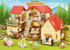La famille s'agrandit ! assemblez la grande maison tradition éclairée et le set cottage avec jardin pour loger tout le monde.