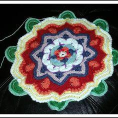 #crochet #handmade #amigurumi #crochedo #crochetcuisine #instadaily #instacrochet #instalike #wool #yarnlove #yarn #yarnaddict #craft #hooked #crochetersofinstagram #haken #häkeln #crocheting #craftastherapy #diy #crochetlove #crochetaddict #mandala #mandalamadness #mandalamadnesscal #color #colors #flower #flowers #star by crochedo
