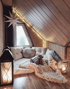 Sweet and Romantic Bedroom Ideas You Would Love To Have; Sweet and Romantic Bedroom Decoration; Sweet and Romantic Bedroom; Sweet and Romantic Bedroom Design;Sweet and Romantic Bedroom Decor; Room Ideas Bedroom, Home Decor Bedroom, Diy House Decor, Attic Bedroom Ideas For Teens, Bedroom Country, Budget Bedroom, Attic Ideas, Bedroom Colors, Country Decor