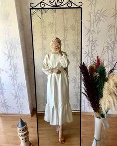 Dress Casual Over 40 Cute Outfits Robe Casua. Robe Casual Plus de 40 tenues mignonnes que je portais Robe Casua . Robe Casual Plus de 40 tenues mignonnes mignonnes Hijab Dress Party, Hijab Style Dress, Modest Fashion Hijab, Modern Hijab Fashion, Street Hijab Fashion, Muslim Fashion, Bollywood Fashion, Modesty Fashion, Abaya Fashion