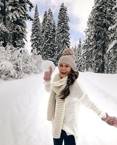 Christmas aesthetic – 30 p… - knitted scarf Snow Outfit, Valentine's Day Outfit, Outfit Of The Day, Outfit Ideas, Poses, Korean Winter Outfits, Lake Tahoe Winter, Photographer Outfit, Southern Curls And Pearls
