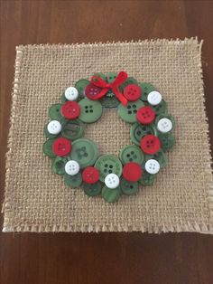 Christmas Button Crafts, Christmas Buttons, Christmas Craft Projects, Christmas Ornament Crafts, Christmas Fun, Holiday Crafts, Christmas Wreaths, Christmas Cards, Christmas Decorations