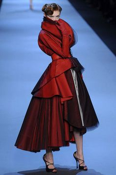 CHRISTIAN DIOR Spring 2011 Haute Couture Photos 484128                                                                                                                                                      More