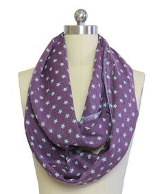 Dare to be noticed in this luxurious wool scarf. Loop it around the neck a few times for an effortlessly polished addition to the ensemble.