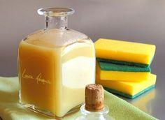 Detergent biologic de lamaie pentru vase Homemade Detergent, Handmade Cosmetics, Dishwasher Detergent, Honey And Cinnamon, Cleaners Homemade, Soap Recipes, Diy Cleaning Products, Tea Tree, Hot Sauce Bottles