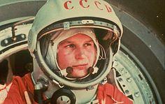 Tereskhova, la primera astronauta  http://the100.ru/en/womens/valentina-tereshkova.html