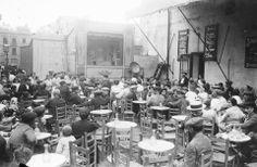 """Barcelona, 1910-1919 """"Espectáculo de marionetas en la terraza de un bar"""" Josep Brangulí"""
