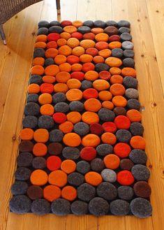 Carpet Glue, Diy Carpet, Rugs On Carpet, Hall Carpet, Felt Crafts, Diy Crafts, Felt Ball Rug, Pom Pom Rug, Braided Rugs