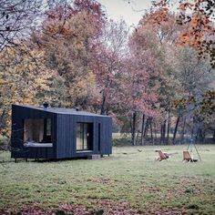 Koto Design - Architect designed prefab homes and cabins in the UK and USA. - Koto release their Off Grid modern modular cabins in the UK and Europe. Modular Cabins, Modern Modular Homes, Modern Cabins, Small Prefab Cabins, Prefab Modular Homes, Tyni House, Tiny House Cabin, Gite Rural, Eco Cabin