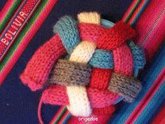 Breiproject.Haarlem: Leuke bal om te breien....(niet moeilijk !) Baby Cardigan Knitting Pattern, Baby Knitting, Knitting Patterns, Toy 2, Binky, Barbie Clothes, Knitting Projects, Kids And Parenting, 4th Of July Wreath