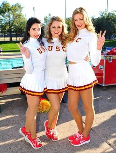 Cheerleader Images, Cheerleading Pictures, Football Cheerleaders, Cheer Pictures, Cheerleader Pantyhose, Girly Games, College Cheerleading, Professional Cheerleaders, Hot Country Girls