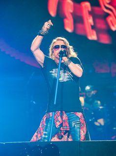 【ライブレポート】いかなる時代とも異なった、2017年のガンズ・アンド・ローゼズ | Guns N' Roses | BARKS音楽ニュース Axl Rose 2016, Guns And Roses, Mine Mine, Living Legends, My Bible, 4 Life, Rock Bands, Rock N Roll, My Idol
